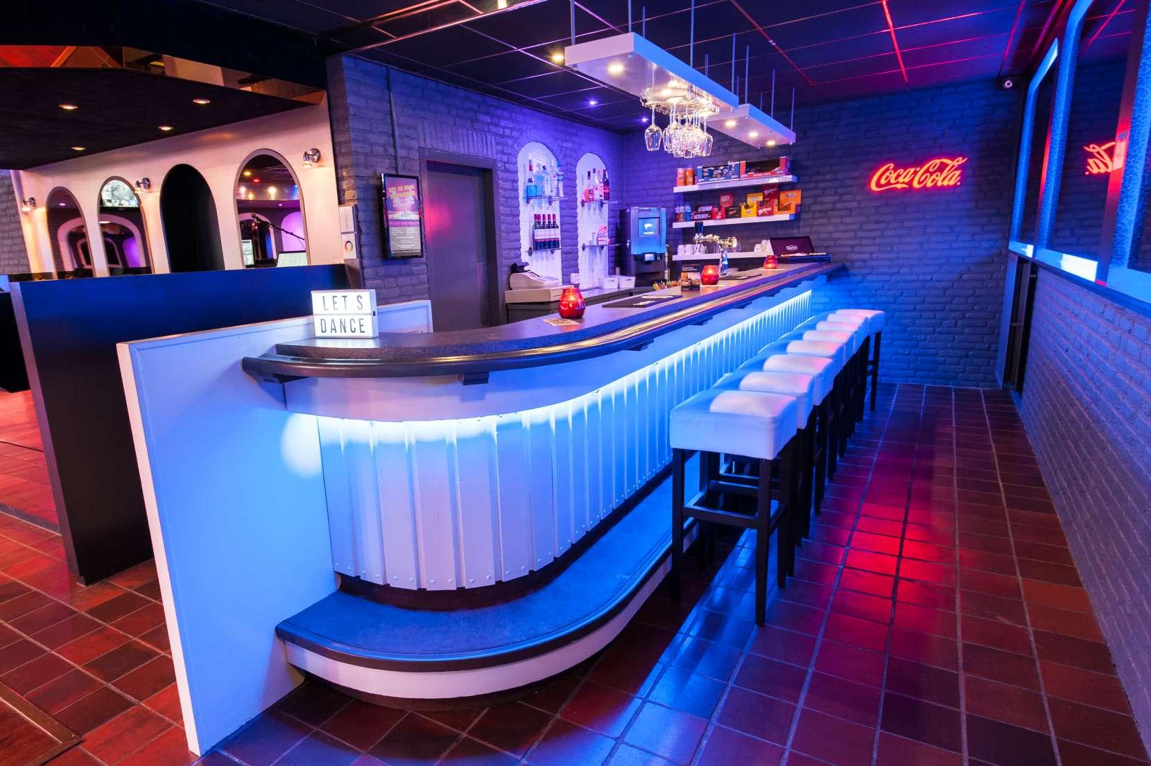Bar-2-1660x1105.jpg